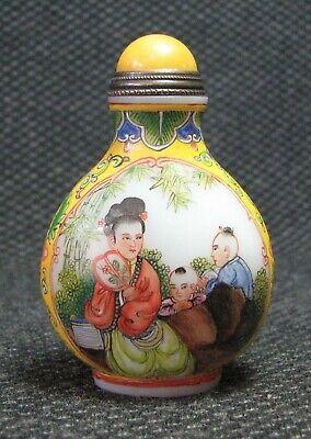 Chinese Delicate Hand Painted Women And Children Glass Snuff Bottle-
