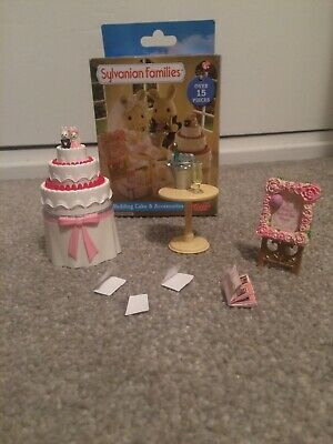 sylvanian Families - wedding cake and accessories