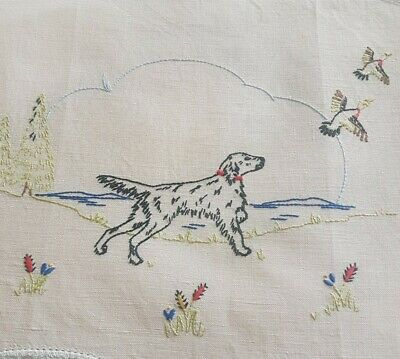 Black Pointer HUNTING Dog & Ducks Vintage Hand Embroidered Centrepiece Doily