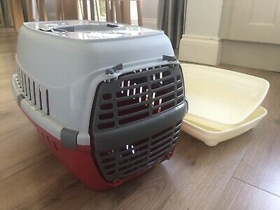 Red/Grey plastic Pet Carrier for Puppy, Small Dog, Kitten and 2 sml litter trays
