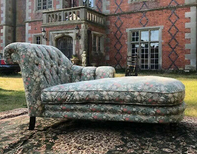 Willaim Morris Golden Lilly Design Deep Buttoned High Back Luxury Chaise Lounge