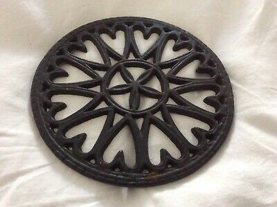 Cast Iron Round Trivet w Heart Shaped & Stars Design, 18cm Dia