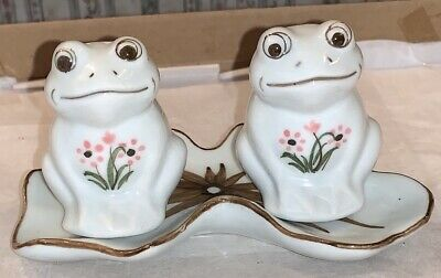 Beautiful White Frogs With A Tray Salt & Pepper Set