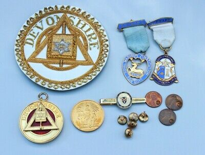 Qty of Masonic items- medals, cloth patch, coins, dress shirt studs, tie slide