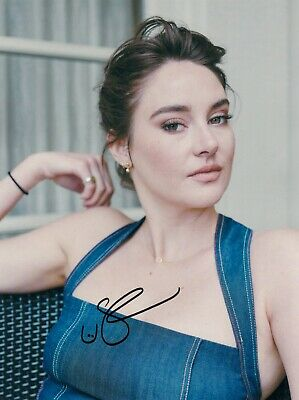 Shailene Woodley Signed  8x10 auto photo in Excellent Condition