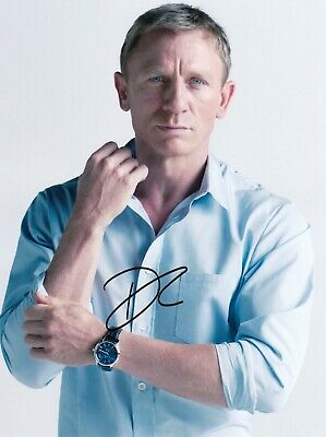 Daniel Craig Signed  8x10 auto photo in Excellent Condition