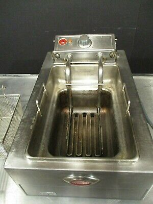 Fryer / Table Top / Electric 208 Volt/ 15Lbs / Wells F-49  $495 + $39 Shipping