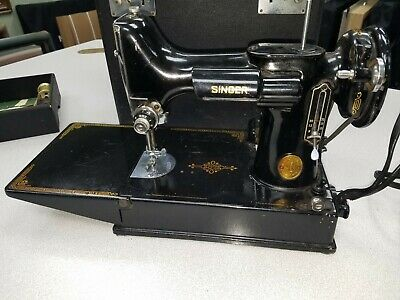 Singer 221 Featherweight Vintage Sewing Machine + Accessories *Beautiful*