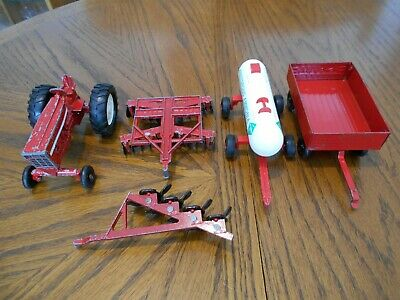 Ertl Farm Country Big Farm 1//32nd scale White Pigs lot of 6