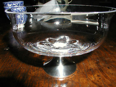 CRYSTAL BOWL WITH STERLING SILVER BASE.