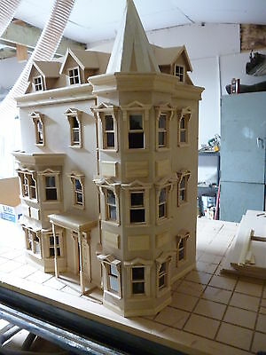 The Bentley House   1/12 SCALE DOLLS HOUSE ready made  12DHD041