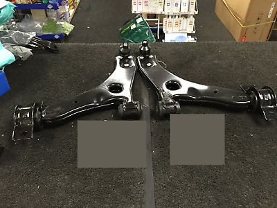 Ford Focus Mk1 1998-2004 2 Front Lower Wishbone Arms & Fixing Bolt Kit