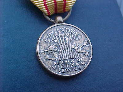 1970 Us Republic Of Vietnam Service Medal Authentic Vintage Mib Never Issued!