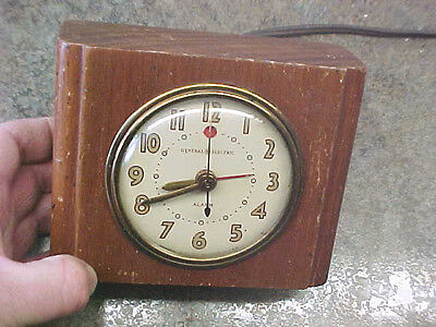 BS2 Vintage General Electric Alarm Clock Model 7H162 Made In USA wooden block