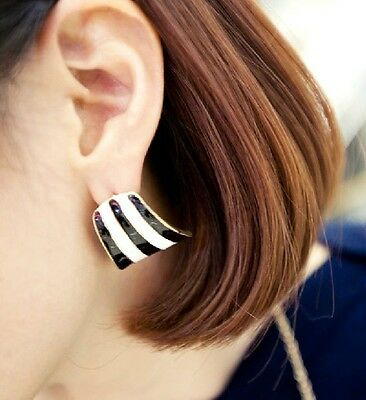 New Design Fashion Punk Black And White Enamel Curved Shape Golden Earring Stud