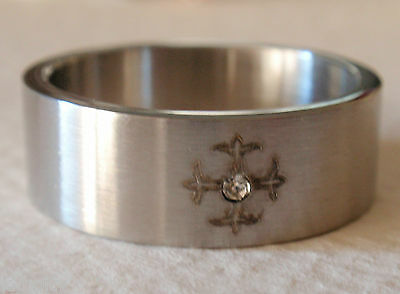 MENS STAINLESS STEEL ETCHED MEDIEVAL CROSS WEDDING BAND 8mm SIZE 11