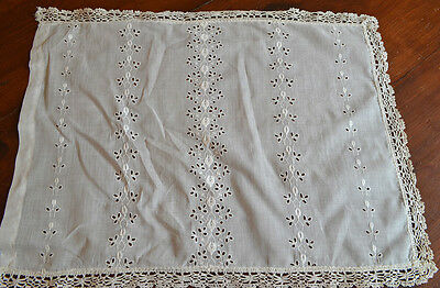 Charming Vintage Antique Eyelet Piece With Bobbin Lace Border T3