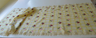 Delightful Hand Embroidered Vintage Antique Runner With Lace Edge U14