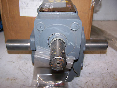 New Winsmith 10:1 Male Dual Shaft Gear Reducer 924Dn  2.77 Hp 1750 Rpm