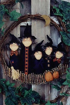 Primitive/Folk Art Pattern Horde Of Haunters A wonderful witchy door wreath #SD