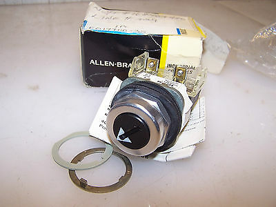 New Allen Bradley 2 Position Maintained Selector Switch 800T-H6 With 800T-Xd1