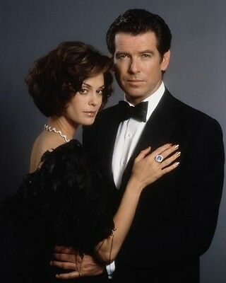 Tomorrow Never Dies [Pierce Brosnan & Teri Hatcher] (54208) 8x10 Photo