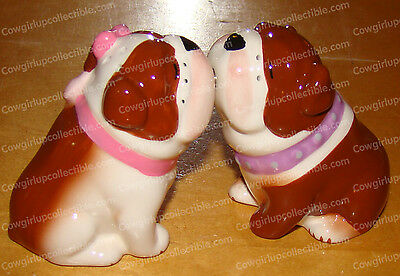 93414 - BULLDOGS Kissing Salt & Pepper Shakers (MWAH Collection)
