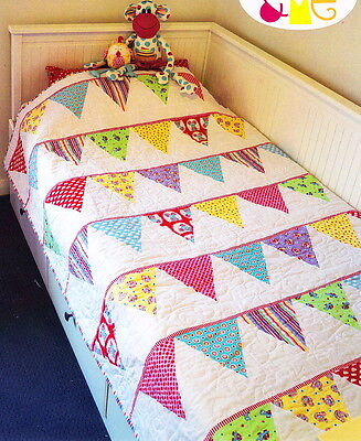 Celebration Bunting Quilt- pieced quilt MINI PATTERN - Creative Card Melly & Me