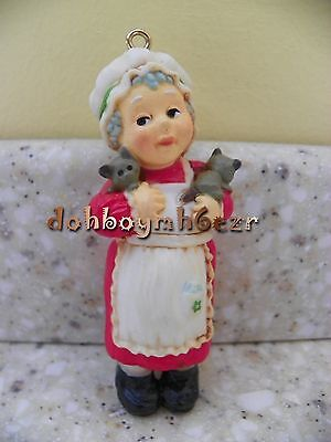 Hallmark 1975 Mrs. Claus Tree Trimmer Christmas Ornament