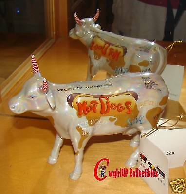 9158 - HOT DOG STAND (CowParade) NYC, 2000 (Retired)