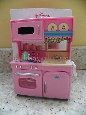 2013 Hallmark A Kitchenette for Christmas Ornament
