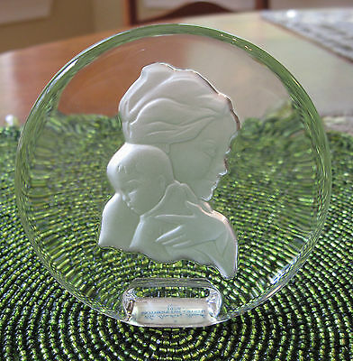 DANBURY MINT1978 MOTHER'S DAY LEAD CRYSTAL SCULPTURED PORTRAIT / PAPERWEIGHT