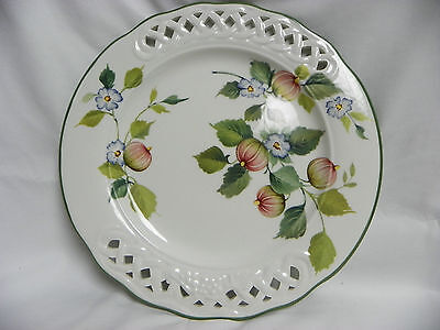 BRUNELL ITALY RETICULATED PIERCED PLATE PINK GOOSEBERRIES BLUE FLOWERS 10.5 IN