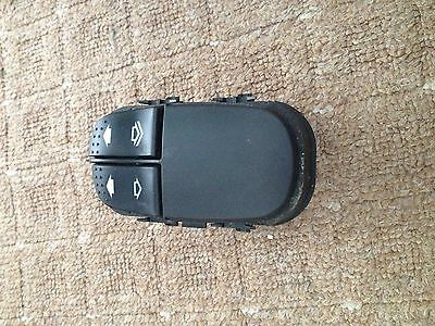 Ford Focus MK1 Driver Side Front Electric Window Switch - 6 Pin (98-05)