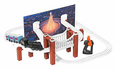 Lionel The Polar Express Little Lines Battery Powered Train Set! Loop Railroad