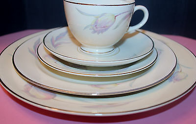 Homer Laughlin Eggshell Nautilus Pink Tulip Pattern Cream Gold Trim 5 Piece Set