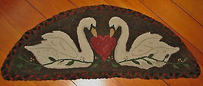 Primitive Hooked Rug Pattern On Linen ~ Everlasting Love