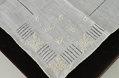 Charming Vintage Madeira Embroidered Linen Hanky With Drawnwork Mm74