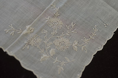Magnificent Vintage Ecru Linen Handkerchief With Madeira Style Embroidery Oo9