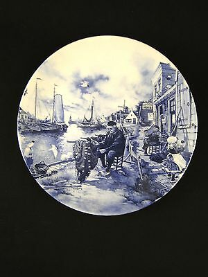Delft plate fisherman mending nets Ter Steege BV Blauw hand decorated Holland
