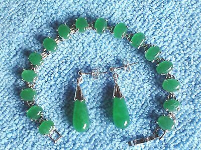 BEAUTIFUL GREEN COLOR JADE BRACELET AND MATCHING DROP EARRINGS
