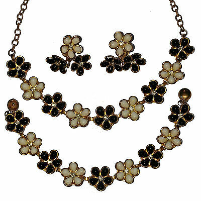 Vintage Unsigned Black/White Flowers necklace, Bracelet & Earrings  3pc. Set