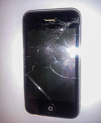Apple iPhone 3G - 8GB - Black (AT&T) Smartphone Cracked Screen