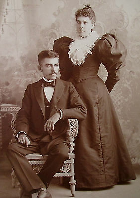 GREAT CABINET CARD PHOTO VICTORIAN COUPLE WOMAN MAN LADY 1890s GORGEOUS DRESS