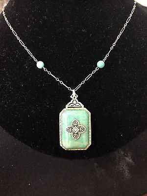 **BeAuTiFul**  Vintage 14k yellow gold and jade necklace