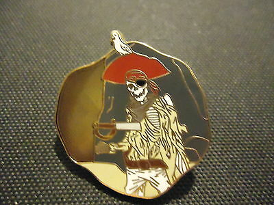 DISNEY DLR PIRATES OF THE CARIBBEAN LEGEND OF THE GOLDEN PINS SKELETON PIN