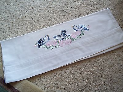 COLLECTIBLE VINTAGE WHITE STANDARD PILLOW CASE W/HAND EMBROIDERED BIRD/FLORAL