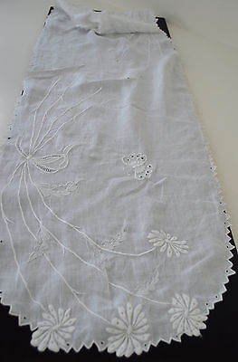 Excellent Vintage Linen Madeira Embroidered Runner W Openwork & Eyelets Pp245