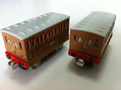 Thomas & Friends Annie With Clarabel Magnetic Metal Toy Train Loose In Stock