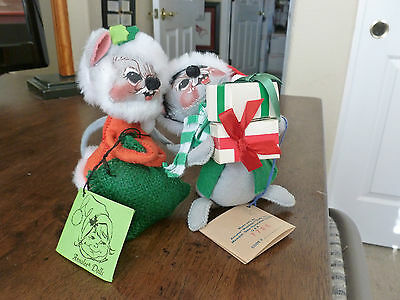 Annalee Gray Mouse Figures - set of 2 - 1967/1988 - Sack & Gifts/Presents